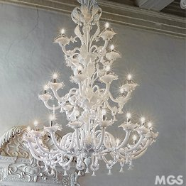 Chandelier in white milk and crystal