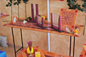 Glass console in salmon color with gold cards