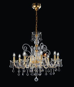 Crystal chandelier at six lights