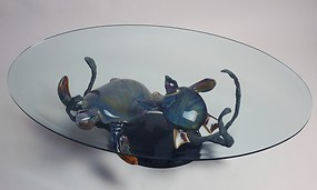 Table with turtles in chalcedony glass